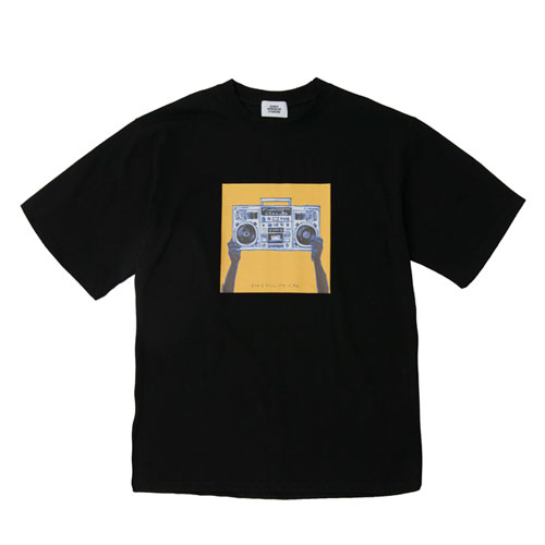 [2월28일예약발송][Double adrenaline syndrome] BOOMBOX ARTWORK 1/2 TEE - BLACK