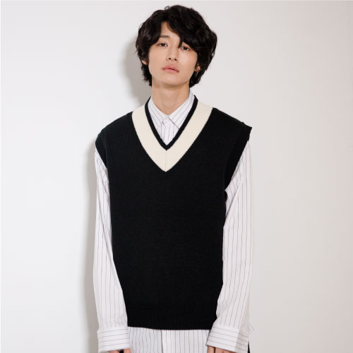 [NOT N NOT]NOT NECK LINE OVER FIT VEST - BLACK