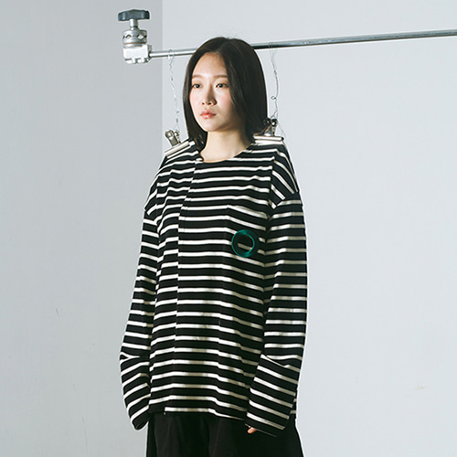 [MUTEMENT]BLACK STRIPE HOLE POCKET T-SHIRTS