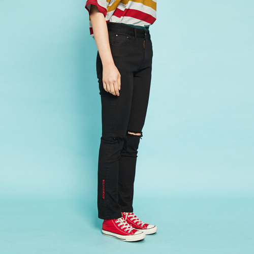 [Balancewood] Red Embroidered Black Cotton Pants