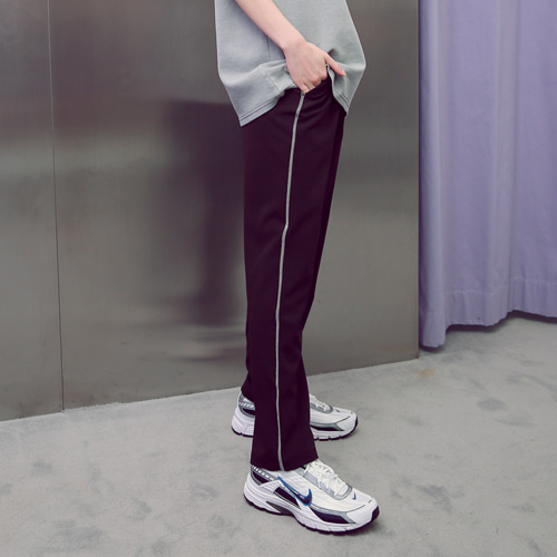 [언아웃핏]UNISEX STITCH BANDING LINE SLACKS BLACK