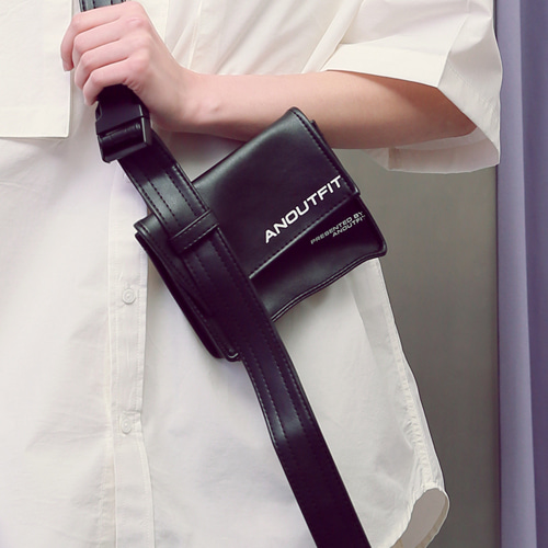 [언아웃핏]UNISEX LEATHER HOLSTER BAG BLACK