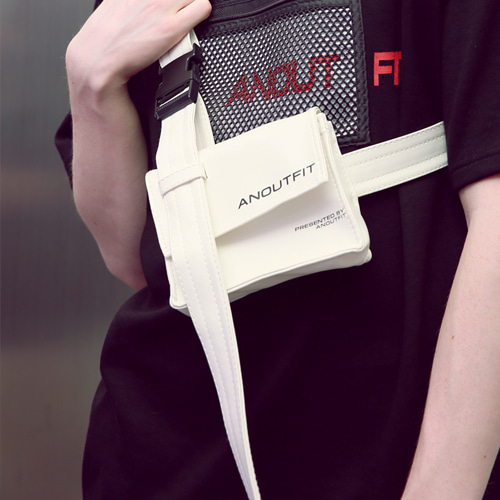 [언아웃핏]UNISEX LEATHER HOLSTER BAG WHITE