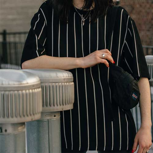 [KILIJARO]STRIPE PANEL TEE - BLACK
