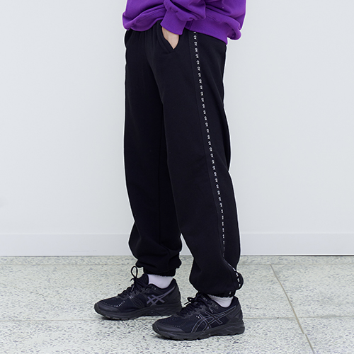 [OY] TAPE SWEAT PANTS - BK