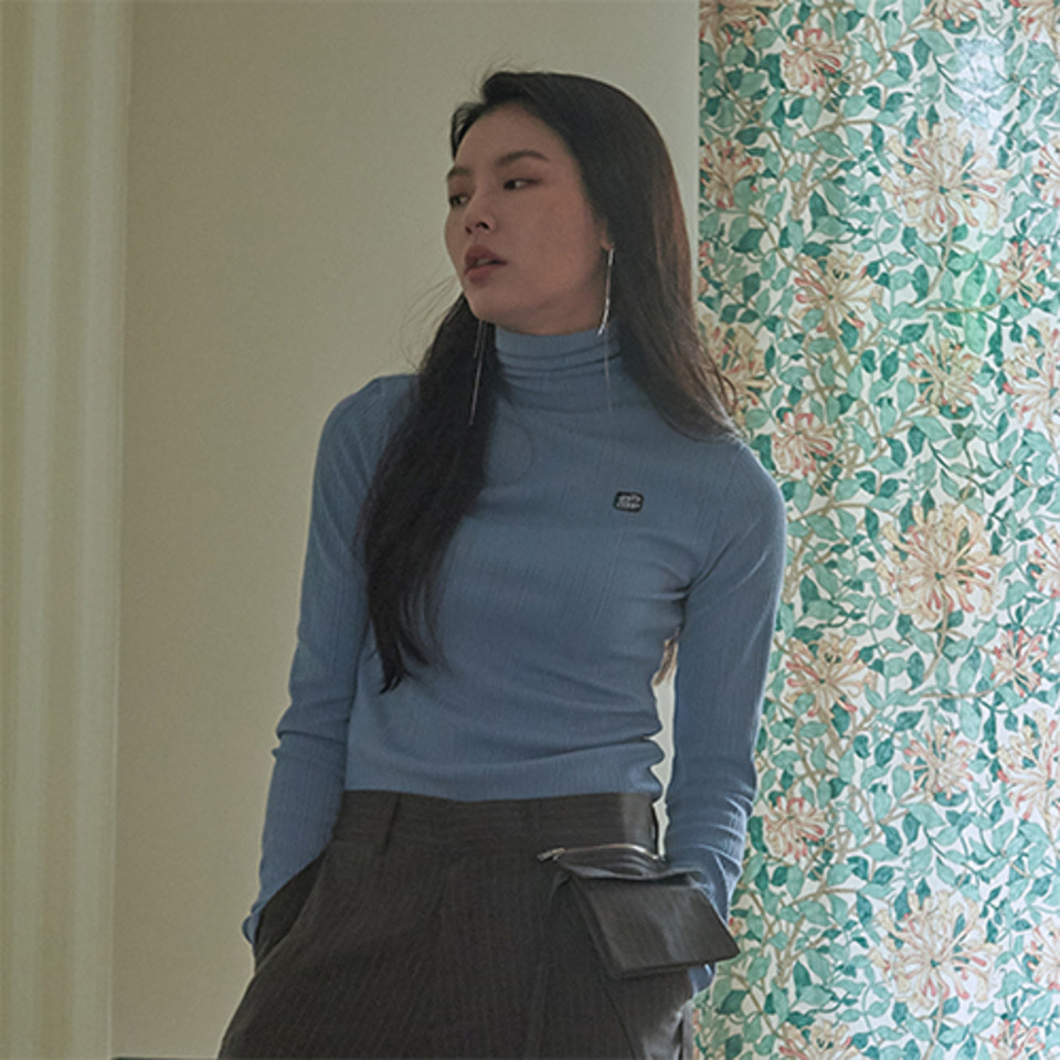 [XYZ] 'ESTD 2000' TURTLENECK - SKY BLUE