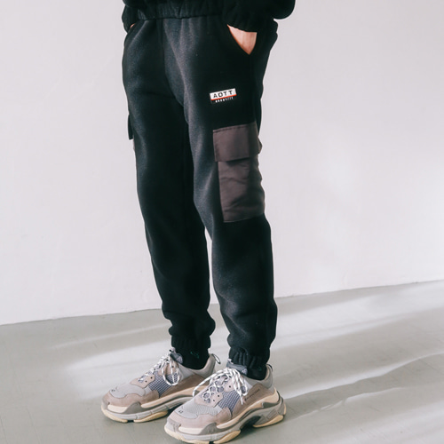 [언아웃핏]UNISEX FLEECE POCKET PANTS BLACK