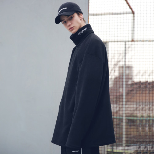 [MASSNOUN] FLEECE SL INT LOGO LONG TURTLE NECK MFECR005-BK