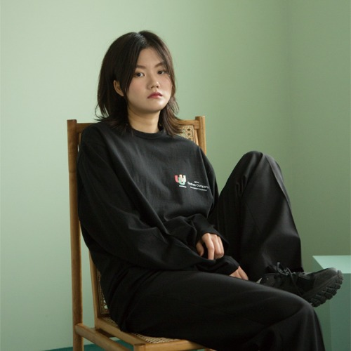[UNLIKELOOK] U.U.U LONG SLEEVE TEE (BLACK)