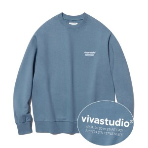 [viva studio] LOCATION LOGO CREWNECK IA [PASTEL BLUE]