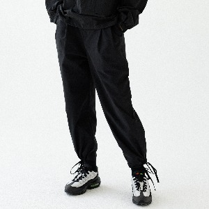 [ARDOROBE] PIN TUCK WIDE JOGGER PANTS ALP193002-BK