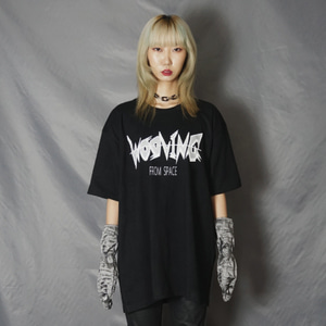 [WOOVING] GRAPHIC LOGO T-SHIRTS (BLACK)