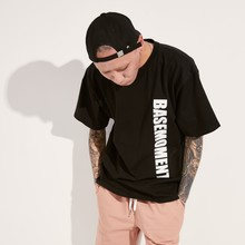 [BASEMOMENT] VERTICAL LOGO T-SHIRT - BLACK