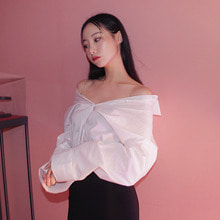 [PAIN OR PLEASURE] CHAIN OFF-SHOULDER BLOUSE white (9월25일순차배송)